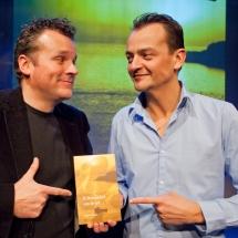 Cabaretier Patrick Spekman presenteert samen met Robert Kempen zijn boek - In de schaduw van de gek